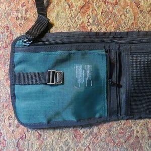Eddie Bauer Bags - Eddie Bauer small green crossbody travel bag, nwot